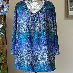 Beautiful PLUS 18/20 patterned v-neck 3/4 sleeves